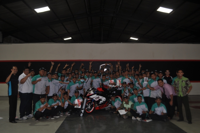 TDR One Team Membuka Mata Para Guru & Murid SMK NU Lasem Rembang